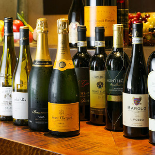 コスパ◎世界各国のワインを約70種ご用意♪グラスも多数!