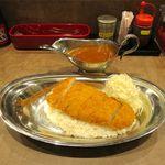 CURRY MAN - 料理写真:赤い特カツカレー(ランチタイム、690円)