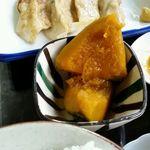 まる美食堂 - ラーメン定食に付いてくるカボチャの煮物