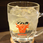 東京餃子 あかり - ジントニ@480円。肉専用と謳われている。黒胡椒が良い。
