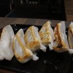 九州うまかもん エビス - 九州肉汁鉄板餃子 ¥590-