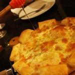 54186822 - ゴルゴンゾーラピザ。ハニーをたっぷりかけて!