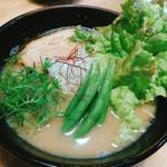リラクラーメン - 野菜の色、めっちゃ綺麗!