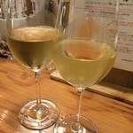 スタンドシャン食 Osaka北新地 Champagne & GYOZA BAR - カンパイ!