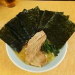光家 - ラーメン700円麺硬め。海苔増し100円。