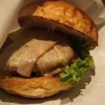 オーガニック バーガー キッチン - ベーコンチーズバーガー