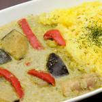 マナ キッチン - タイ式チキンカレー(写真はグリーンカレー)