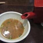 千利庵 - 蕎麦湯を注ぐ(2016/7)