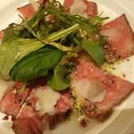 アサヒ クラフトマンシップブルワリー 東京 - グラナーチーズとリノレン酸オイルで仕上げたコールドビーフ~わさびの風味を添えて~