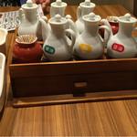 麺や食堂 - 卓上の調味料