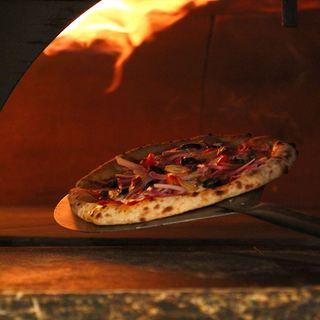 石窯で焼くこだわりのピッツァ