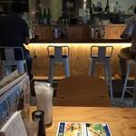 とろさば料理専門店 SABAR - カウンター足元の間接照明が綺麗です
