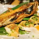 和食と立喰い寿司 ナチュラ - カサゴの干物と赤魚
