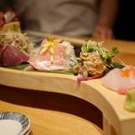 和食と立喰い寿司 ナチュラ - 馬刺し、カツオ、金目鯛、鰯のなめろう、コブダイ