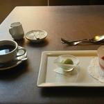 イル・ピノーロ - 桃のムースとバジルのアイス