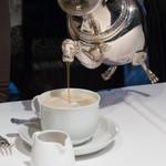 銀座 ハプスブルク・ファイルヒェン - そして珈琲が注がれる