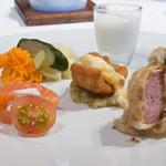 銀座 ハプスブルク・ファイルヒェン - 豚肉のシュトュルーデル、ザワークラウトで(右)
