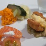 銀座 ハプスブルク・ファイルヒェン - サーモンとクリームチーズ、デイル(左)と鱧のフリットと賀茂ナス(右)