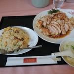 玲瓏閣 - 料理写真:油淋鶏(ユーリージン)定食の白ご飯をミニチャーハンにかえてもらいました