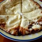 ニュー バンチャ - クリームチーズナン。チーズが白い