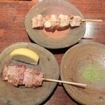 炭火やきとり 新太郎 - 串に、和歌山特産「ブドウ山椒」も添えて下さる