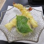 戸隠製粉 - 海老の天ぷら、揚がり具合
