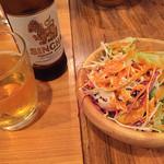 ルクラヒマラヤ - セットのサラダとシンハー