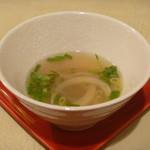 カフェ ホイアン - 揚げワンタンにつけるスープ