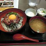 もつ真路 - 桜ユッケ丼650円