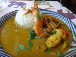 Tiki - ◆「タイ風モルディブ寄り・シーフードココナッツカレー(900円)」・・ご飯は少なくしていただいています。