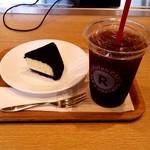 楽天カフェ - 真っ黒チーズケーキ&アイスコーヒーM
