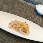 ホテルオークラレストラン 鉄板焼き さざんか - 冷製アミューズ ほたてのグリル