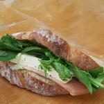 スズキ食堂車 - 料理写真:生ハムとクリームチーズのサンドウィッチ400円