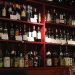 Nin忍 - ワインはワインリストではなくボトルが陳列されています