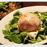 十米 越後の地酒×熟成豚 - 丸ごとトマトと蒸し鶏のサラダ