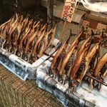 益田商店 元祖朽木屋 - いつも売り切れですから、こんなに並ぶのは滅多に見たことがありません(笑)