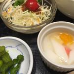 一品香 - 杏仁豆腐・サラダ・お漬物
