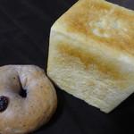 いえぱん実粉 - 料理写真:ブルーベリーとクランベリーのベーグル・各食