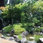 54243046 - 店内から見える庭園が鈴繁です