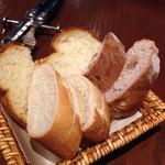 54245413 - 3種のパン