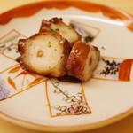 鮨 よし田 - 蛸の桜煮