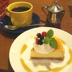 54246587 - チーズケーキとコーヒー(set700円)