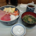 お食事処 たねいち - 夏の特選丼(700円)