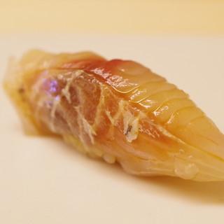 鮨 よし田 - 料理写真:イサキ