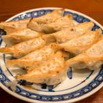 ももや - 「焼餃子」。パリッと具合も申し分なく、お肉タップリの餃子。