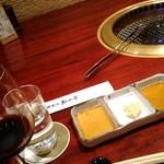 54250693 - キンキンに冷えた赤ワインは。。。たれは薄味ー。
