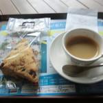 カフェ ド クリエ - Wベリースコーン、エスプレッソ