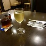 ぐりる樹林亭 - 白ワイン、烏龍茶