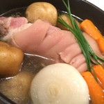 バーベキュー&カフェ ケーニッヒ - 2016.07 主菜2:豚のすね肉を2週間漬け込んだアイスバインをポトフ仕立てで