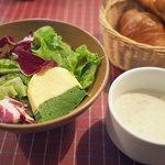 アメリ - ランチのスープとサラダ